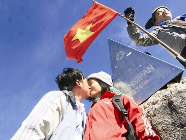 """Những lờicầu hôn ở đỉnh Fansipan đã""""hạ gục"""" trái tim nhiều cô gái.(Ảnh: Internet)"""