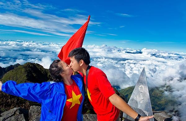 ĐỉnhFansipan được nhiều cặp đôi ưa mạo hiểm lựa chọn là nơi minh chứng và đánh dấu bước ngoặt tình yêu của họ.(Ảnh: Internet)