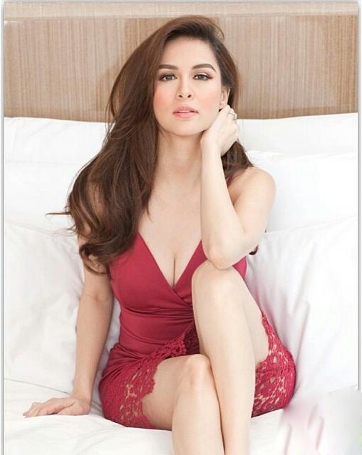 Những phút gợi cảm quá đà của nữ hoàng nhan sắc Philippines