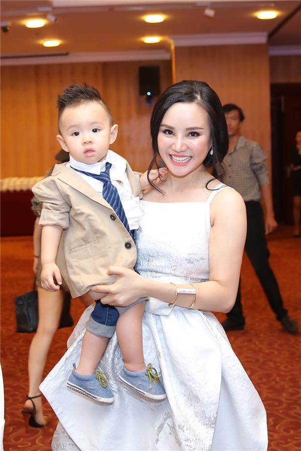Vy Oanh tự tay chuẩn bị buổi tiệc sinh nhật để chúc mừng con trai - Tin sao Viet - Tin tuc sao Viet - Scandal sao Viet - Tin tuc cua Sao - Tin cua Sao