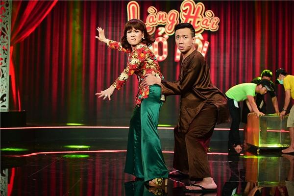 """Đồng thời, hai nghệ sĩ sẽ liên tục có những màn """"chặt chém"""" không ngừng để đem đến tiếng cười cho khán giả.Tập 3 của Làng hài mở hội sẽ phát sóng vào lúc 21 giờ ngày thứ tư 18/5/2016. - Tin sao Viet - Tin tuc sao Viet - Scandal sao Viet - Tin tuc cua Sao - Tin cua Sao"""