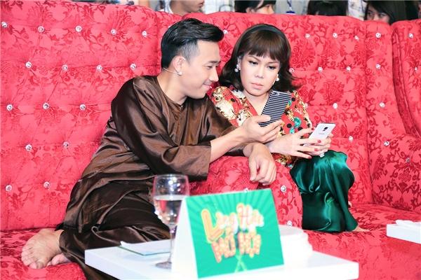 Trấn Thành bị cưỡng hôn, Quý Bình thực hiện mong muốn của mẹ - Tin sao Viet - Tin tuc sao Viet - Scandal sao Viet - Tin tuc cua Sao - Tin cua Sao
