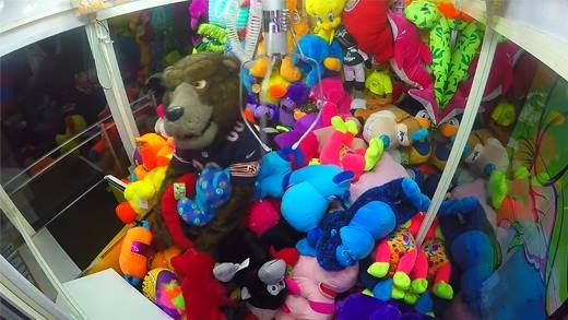 Chú gấu bông giả hù người chơi