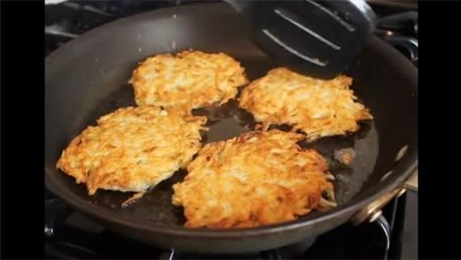 Không cưỡng nổi món bánh khoai tây chiên giòn hấp dẫn