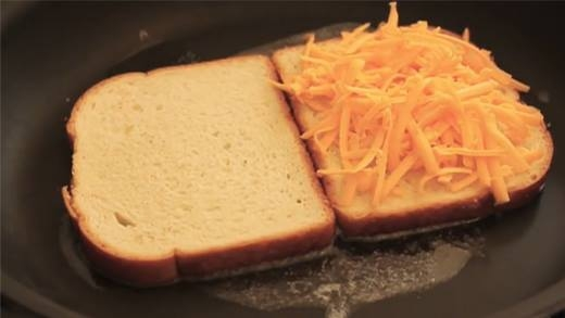Làm bánh mì chiên phô mai béo ngậy cho bữa sáng