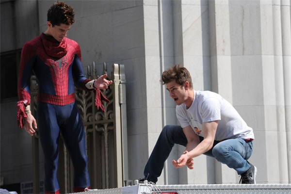 Andrew Garfield (phải) & William Spencer, The Amazing Spider-Man 2