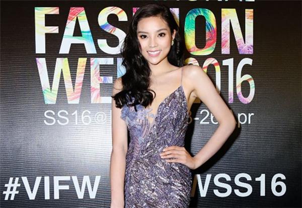 """Trong vài tháng trở lại đây, nhan sắc của Kỳ Duyên có sự thay đổi rõ rệt. Nhiều điểm được chỉ ra cho thấy Hoa hậu Việt Nam 2014 đã qua """"dao kéo"""". Tuy nhiên, người đẹp 9x luôn phủ nhận thông tin trên."""