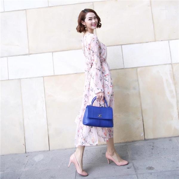 """Minh Hằng """"bánh bèo"""" xuống phố với váy hoa và giày cao gót cùng tông màu. - Tin sao Viet - Tin tuc sao Viet - Scandal sao Viet - Tin tuc cua Sao - Tin cua Sao"""