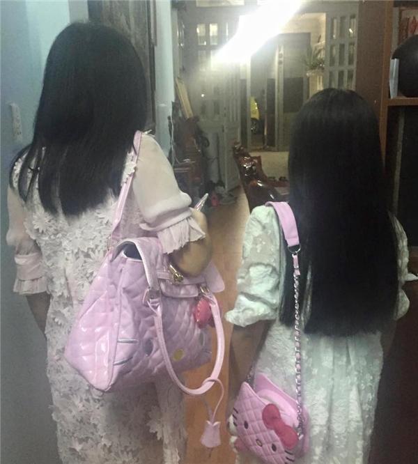 Phương Thanh xúng xínhdiện trang phục đôi cùng bé Gà đi ăn mừng sinh nhật vớibạn bè. - Tin sao Viet - Tin tuc sao Viet - Scandal sao Viet - Tin tuc cua Sao - Tin cua Sao