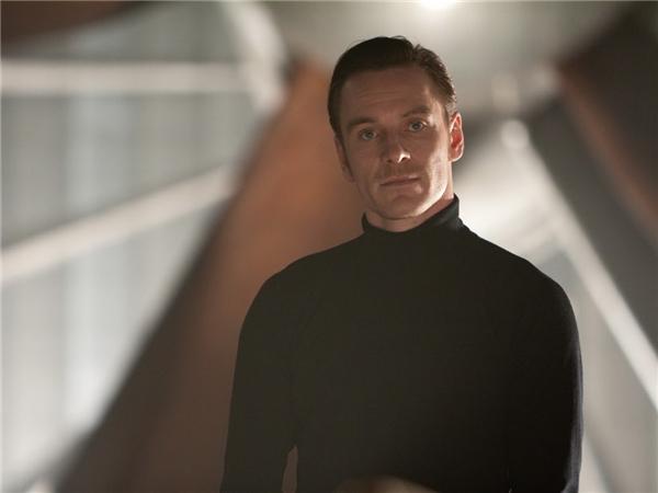 Michael Fassbender vai Erik Lensherr/Magneto: Mang trong mình hai dòng máu Đức - Ireland giúp tài tử 39 tuổi sở hữu vẻ đẹp cổ điển thu hút. Từ chàng Stelios trong 300 cho tới Macbeth hay Magneto trẻ tuổi trong X-Men: First Class (2011), Michael Fassbender luôn là người đàn ông lôi cuốn trên màn ảnh.