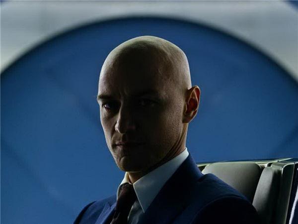 Sở hữu khả năng ngoại cảm cực mạnh và trí tuệ thiên tài, Giáo sư X luôn là đầu tàu của nhóm X-Men trong mọi thời khắc khó khăn của công cuộc bảo vệ cho cả loài dị nhân lẫn con người. Bộ phim mới nhất cũng không phải ngoại lệ khi anh và các học trò cùng nhau chống lại gã dị nhân hùng mạnh Apocalypse.
