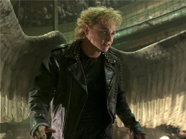 Nhưng ở tập phim mới X-Men: Apocalypse, nhân vật được chuyển giao cho Ben Hardy - cái tên còn khá xa lạ và mới chỉ hay lên sóng truyền hình tại Anh quốc. Angel sở hữu đôi cánh giúp anh có thể bay lượn tự do, trở thành vũ khí mỗi khi cần thiết, đồng thời mang khả năng hồi phục không kém gì Wolverine.