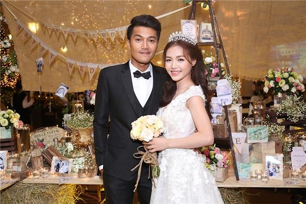 """Trước đó, đôi """"trai tài, gái sắc""""đã hoàn thành lễ rước dâu và có một buổi tiệc ấm cúng tại quê Vũng Tàu của chú rể. - Tin sao Viet - Tin tuc sao Viet - Scandal sao Viet - Tin tuc cua Sao - Tin cua Sao"""