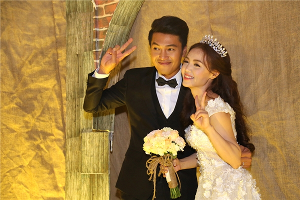Hình ảnh dễ thương, nhắng nhít của hai vợ chồng trước giờ làm lễ. - Tin sao Viet - Tin tuc sao Viet - Scandal sao Viet - Tin tuc cua Sao - Tin cua Sao