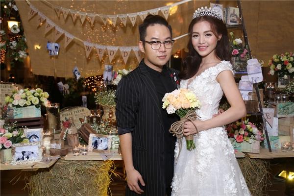 NTK Chung Thanh Phong- người đã giúp cho cô dâu Linh Phi lộng lẫy trong ngày trọng đại của mình. - Tin sao Viet - Tin tuc sao Viet - Scandal sao Viet - Tin tuc cua Sao - Tin cua Sao