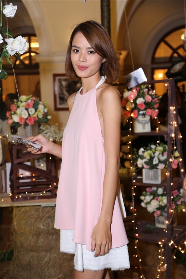 Trần Hiền nhẹ nhàng trong bộ váy hồng - Tin sao Viet - Tin tuc sao Viet - Scandal sao Viet - Tin tuc cua Sao - Tin cua Sao