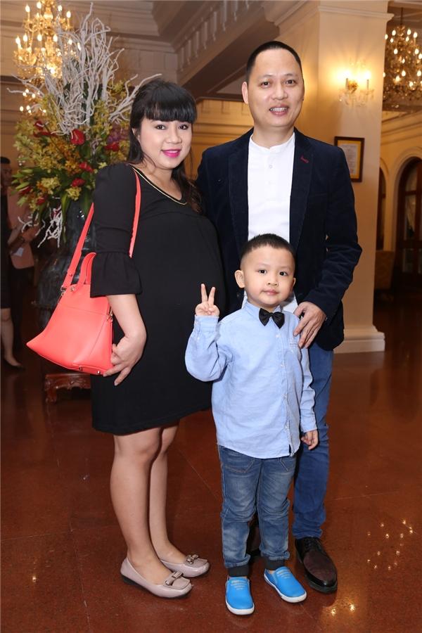 """Vợ chồng nhạc sĩ Nguyễn Hải Phong đến chúc mừng hạnh phúc """"học trò cũ"""" - Tin sao Viet - Tin tuc sao Viet - Scandal sao Viet - Tin tuc cua Sao - Tin cua Sao"""