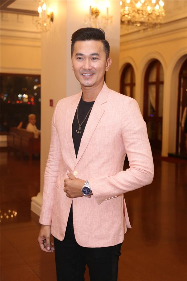 Nam diễn viên Quốc Cường lịch lãm - Tin sao Viet - Tin tuc sao Viet - Scandal sao Viet - Tin tuc cua Sao - Tin cua Sao