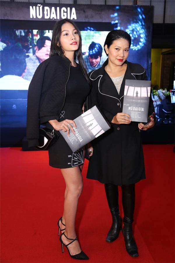 Kiều Trinh cùng con gái đi ủng hộ đạo diễn Lê Văn Kiệt. - Tin sao Viet - Tin tuc sao Viet - Scandal sao Viet - Tin tuc cua Sao - Tin cua Sao