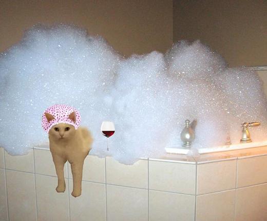 Phút thư giãn bên bồn tắm. (Ảnh: Internet)
