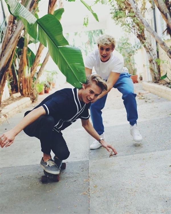 Cặp bạn thân đẹp trai, tài năng nổi như cồn trên Instagram