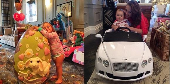 Trứng phục sinh cao hơn cả người cô bé với giá khoảng 25 triệu đồng (trái), chiếc xe mà Sophia nhận được trong lần dịp Giáng sinh đầu tiên (phải).