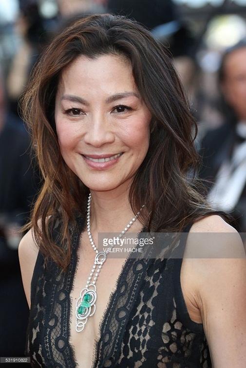 Thực tế, Dương Tử Quỳnh cũng có tham dự thảm đỏ Cannes năm nay. Nữ diễn viên diện bộ váy màu đen khá đơn giản.