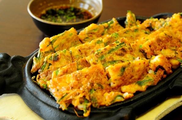 Bánh xèo Hàn Quốc - Trổ tài với Bánh xèo hải sản Hàn Quốc ngon miệng lạ mắt