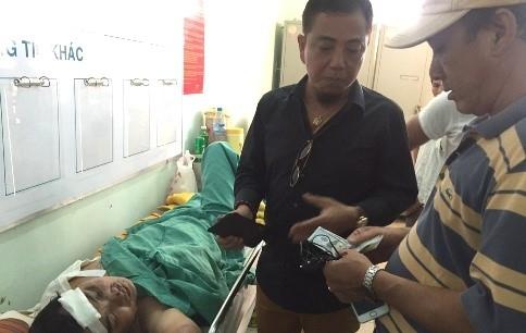 Xót xa cho gia cảnh của đồng nghiệp, Hồng Tơđã gửi tặng Nhật Linh 200 USD (gần 5 triệu đồng)