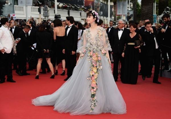 """Mĩ nhân Thái Lan có thể """"soán ngôi"""" Phạm Băng Băng trên thảm đỏ Cannes"""