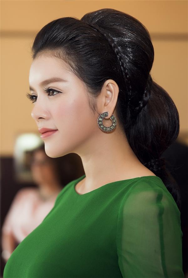 Đi kèm trang phục là những món trang sức kim cương đắt đỏ - phụ kiện làm đẹp không thể thiếu của Lý Nhã Kỳ trong mỗi lần xuất hiện trước công chúng.