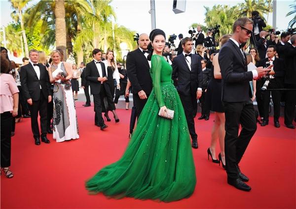 Ngẩn ngơ với vẻ đẹp không tì vết của Lý Nhã Kỳ tại Cannes