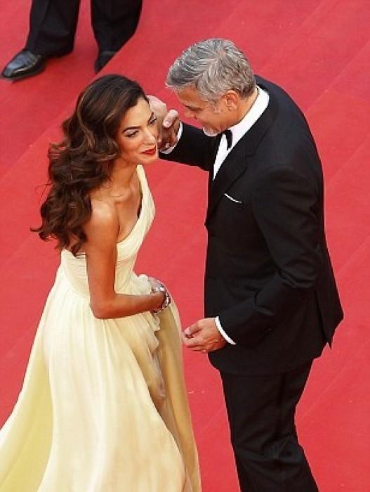 """Lúc ở nhà có lẽ vợ chồngGeorge Clooney, Amal ít có thời gian ở bên nhau nên nhân cơ hội đến LHP Cannes cặp đôi """"tranh thủ"""" tình tứ trên thảm đỏ. - Tin sao Viet - Tin tuc sao Viet - Scandal sao Viet - Tin tuc cua Sao - Tin cua Sao"""