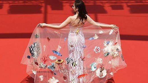 """Toàn cảnh những khoảnh khắc """"kinh điển"""" Angela Phương Trinh tại Cannes"""