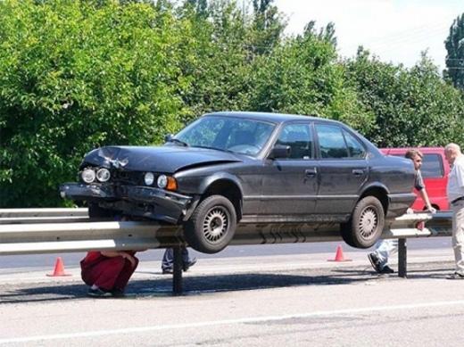 Vụ tai nạn này khiến nhiều người tò mò về cách lái xe của tài xế.