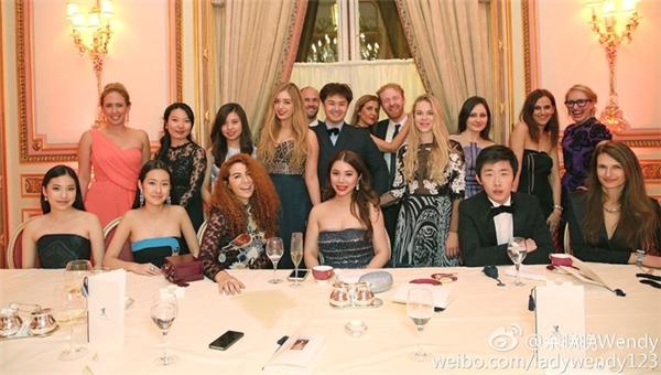 Bữa tiệc sinh nhật bạc tỷ của cô gái trẻ được tổ chức theo phong cách quý tộc.
