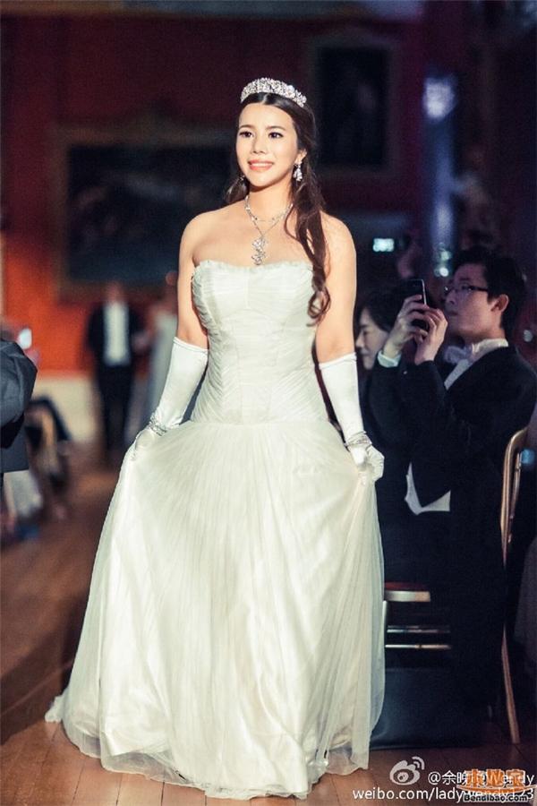 Wendy thường xuất hiện trong những bộ váy lộng lẫy, bồng bềnh như công chúa.