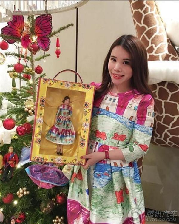 Cuộc sống xa hoa của cô tiểu thư nhà giàu Trung Quốc luôn mơ ước được làm quý tộc Anh