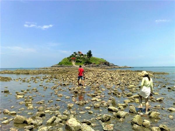 Con đường đá giữa biển hẳn sẽ mang lại trải nghiệm hoàn toàn đặc biệt. (Ảnh: Internet)
