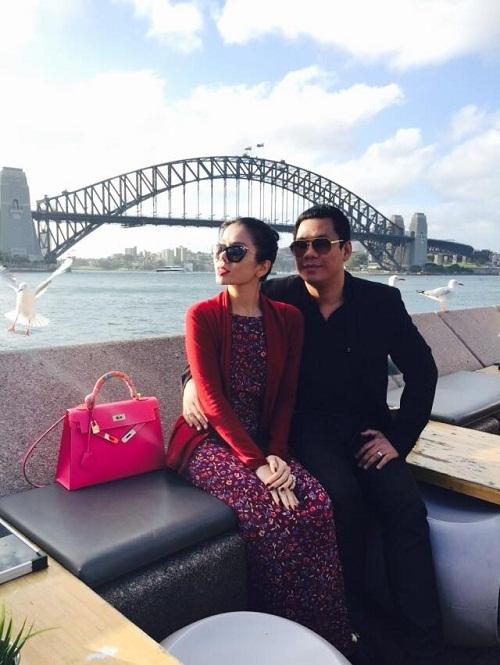Túi xách Hermes Kelly màu hồng cánh sen có giá thấp nhất khoảng 130 triệu đồng. - Tin sao Viet - Tin tuc sao Viet - Scandal sao Viet - Tin tuc cua Sao - Tin cua Sao
