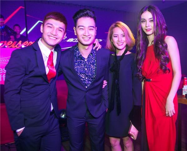 Cặp đôi hào hứng khi gặp anh chàng producer tài năng Slim V - Tin sao Viet - Tin tuc sao Viet - Scandal sao Viet - Tin tuc cua Sao - Tin cua Sao