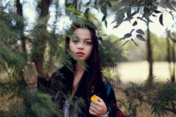 Hình ảnh cách đây chỉ vài năm của Lily Maymac khiến nhiều người ngỡ ngàng vì không nhận ra nổi cô.