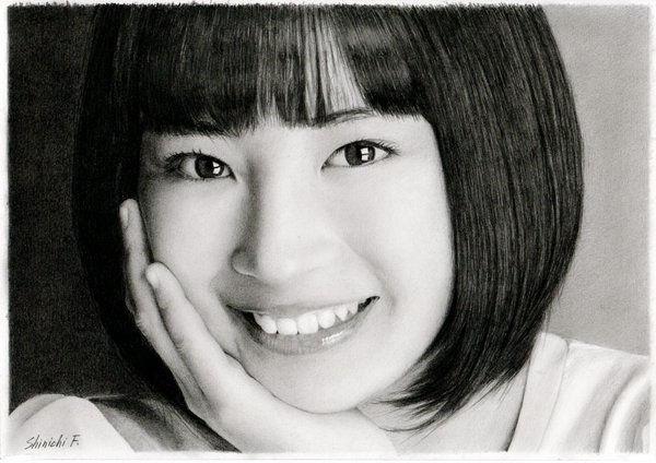 Tranh vẽ người mẫuSuzu Hirose.Furuya không phải là một họa sĩ chuyên nghiệp.
