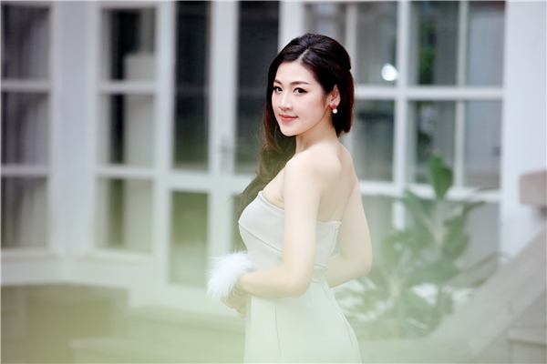 Tú Anh là một trong Top 3 người đẹp lên ngôi trong cuộc thi Hoa Hậu Việt Nam 2012, từ đó đến nay, người đẹp duy trì tên tuổi trong show bởi những kế hoạch từ thiện, hoạt động xã hội và xuất hiện trước công chúng với nhiều vai trò đại sứ, đại diện hình ảnh. - Tin sao Viet - Tin tuc sao Viet - Scandal sao Viet - Tin tuc cua Sao - Tin cua Sao