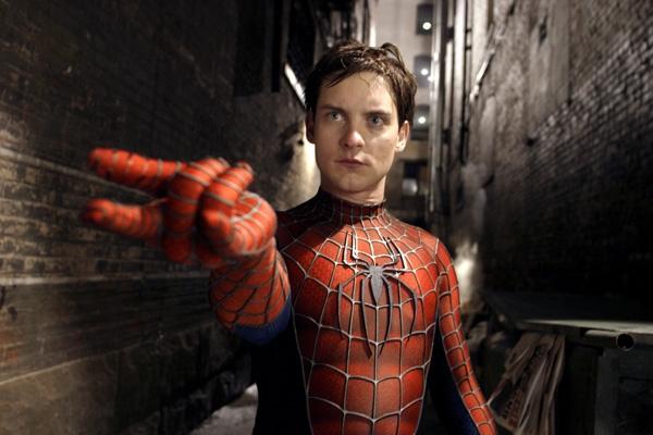 Spider-Man: Một chàng trai trẻ chuyên đi trói ngườirồi chụp ảnh họ để kiếm tiền.