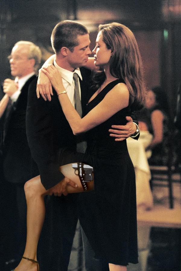 Mr. & Mrs. Smith: Jennifer Aniston bị cướp chồng trước mặt toàn thể thế giới.