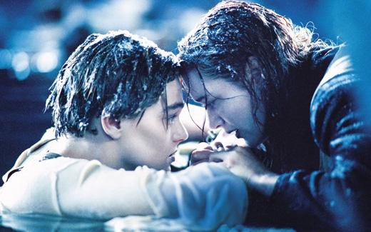 Titanic: Một đám người chơi trò Thử thách dội nước đá. Chỉ vài người còn sống.