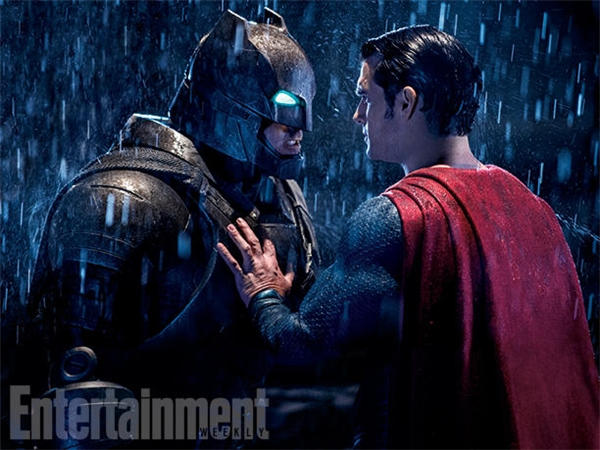 Batman v Superman: Dawn of Justice: Một tay tỷ phú bị hoang tưởng có vấn đề với người nhập cư.
