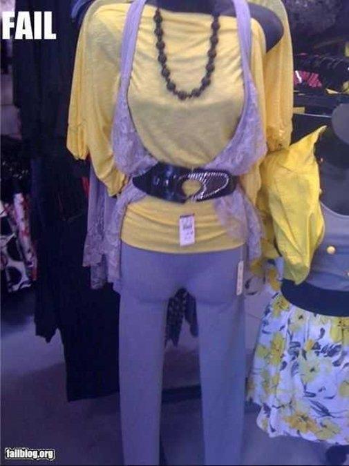 Này nhé, đừng có mang kiểu thời trang trên dưới không liên quan mặc cho bà. Phát hờn lên được!