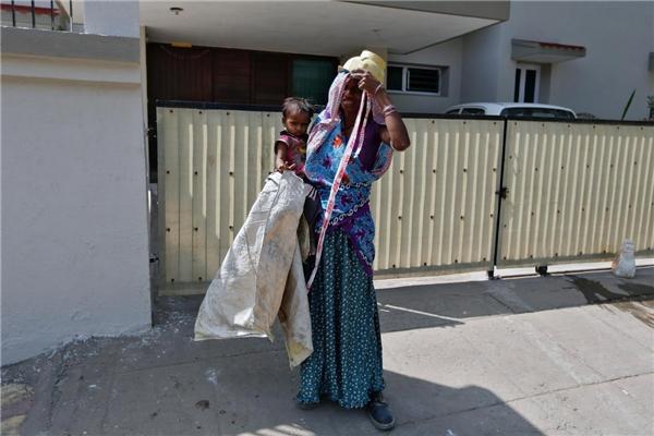 Mẹ và Shivani. (Ảnh: Internet)
